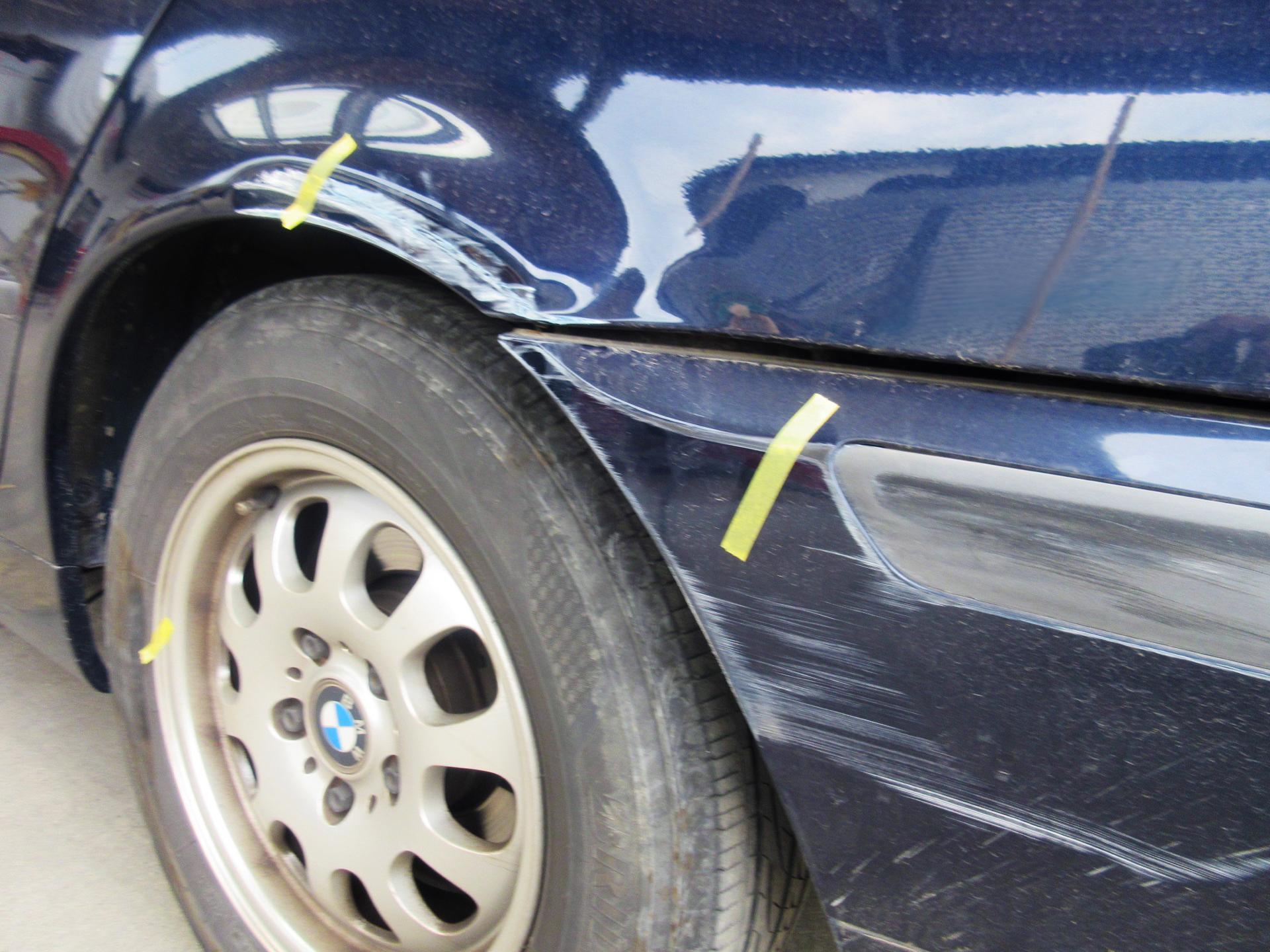 BMW3シリーズ バンパー・リアフェンダーのキズ